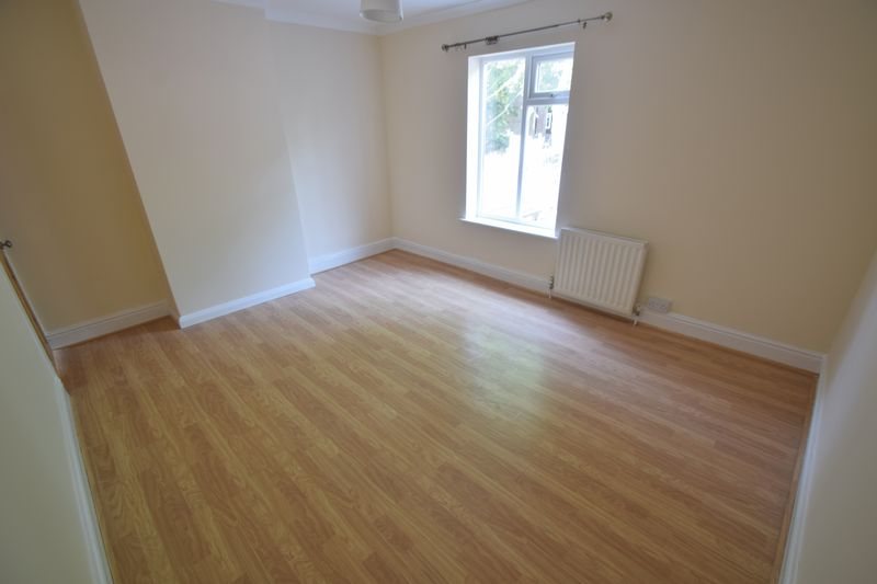 2 bedroom Mid Terrace to rent in Winsdon Road, Luton - Photo 13